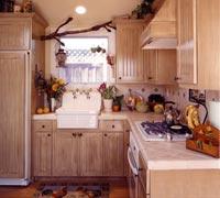 Чтобы маленькая кухня казалась больше